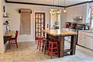 Fully equipped kitchen with central island