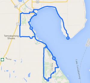 Cycling in Temiskaming Shores by lake Temiskaming. / Vélo à Haileybury et New Liskeard.
