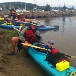 A group enjoying a kayak outing on lake Temiskaming. It is also possible to paddle to our private Farr Island to enjoy the day. /Un groupe en kayak sur le lac Témiscaming. Il est également possible de se rendre à notre île privée pour y passer la journée.