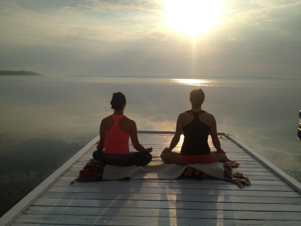 Early morning meditation on the Presidents' Suites private dock on the shores of lake Temiskaming. / Méditation du matin sur le quai privé des Suites des Présidents au bord du lac Témiskaming.