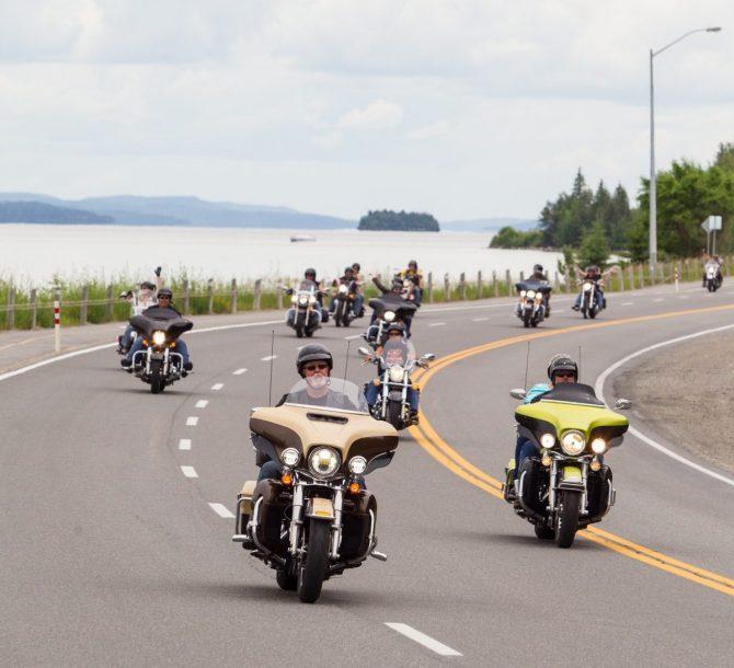 Boucles de motocyclette et motoneige