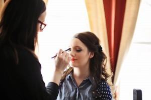 Destination wedding make-up services at the Prospector's House of the Presidents' Suites in Haileybury - session de maquillage pour la préparation d'un mariage à destination à la maison des prospecteurs des Suites des Présidents à Temiskaming Shores