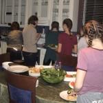 Sport group preparing meal at the Presidents' Suites / Groupe sportif préparant un repas aux Suites des Présidents