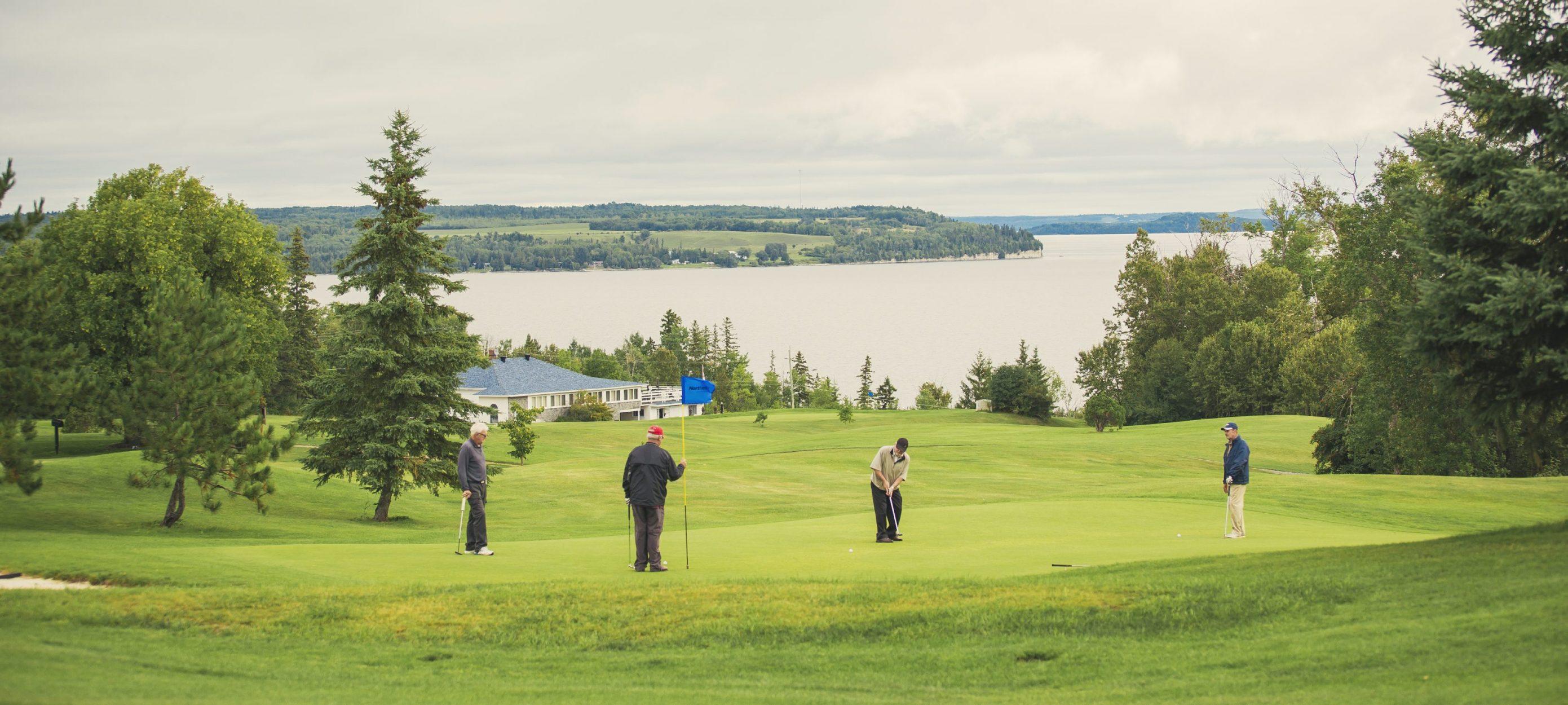 Haileybury Historic Golf course with beautiful views of Lake Temiaksming / club de golf historique de Haileybury avec magnifiques vues du lac Témiskaming