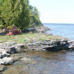 Resting Area on East site of Farr Island with view on the Quebec side / Endroit de repos sur le côté est de l'île Farr avec vue sur le Québec