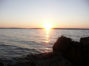 Sunrise on Farr Island on beautiful Lake Temiskaming / Levée de soleil à l'île Farr sur le magnifique lac Temiskaming
