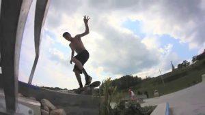Skate boarder at the Harder For Carter Skate Park in New Liskeard / un planchiste au parc à planche de Temiskaming Shores