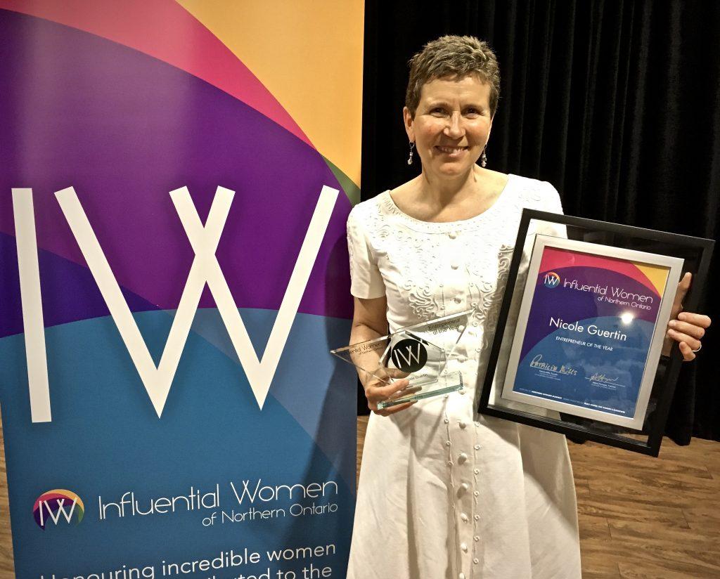 Nicole Guertin a reçu le prix entrepreneur de l'année 2018 du Influential Women of Northern Ontario