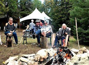 Glamping en famille autour du feu de camp