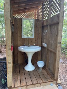 Évier pour la toilette à l'île Farr