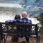 Couple en glamping sur l'île Farr