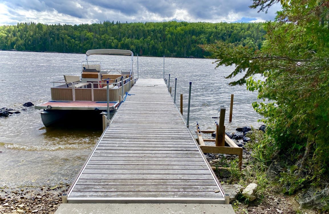 Quai principal à l,île Farr sur le lac Temiskaming