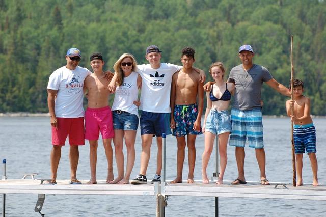 Groupe de jeunes adultes à l'île Farr